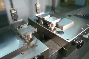 Setting master with robust air bearing slide with vertical setting feature